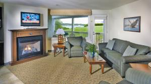 oceancliff living room