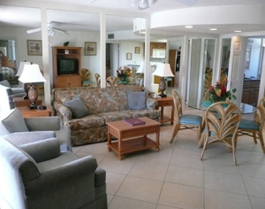 Coral Reef Beach Resort - Living Room